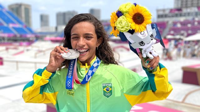 5 personalidades que comemoraram a medalha de Rayssa Leal nas Olimpíadas