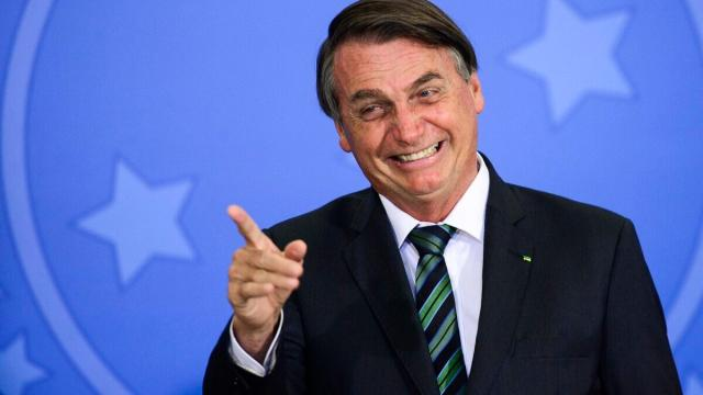 Bolsonaro usa termo homofóbico para fazer 'piada': 'mata bichas'