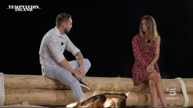 Temptation, Alessandro chiede il falò di confronto e chiude con Jessica