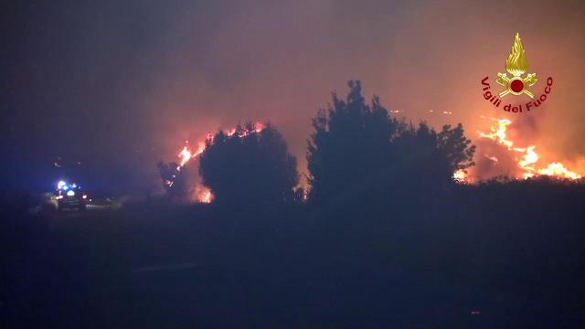 Incendi in Sicilia nel palermitano, evacuate abitazioni a Piana degli Albanesi
