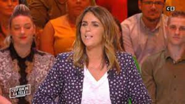Valérie Bénaïm tout sourire dans le sud de la France