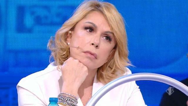 Pettinelli rompe il silenzio su Amici: 'La gente vede male, sente poco e parla troppo'