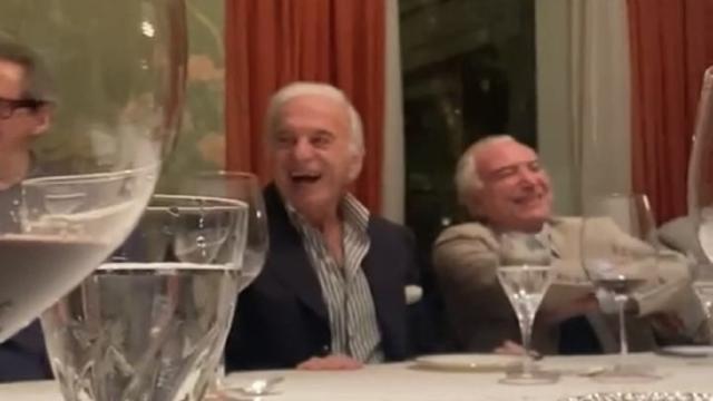 Imitação de Bolsonaro gera risadas de Temer e colegas em jantar