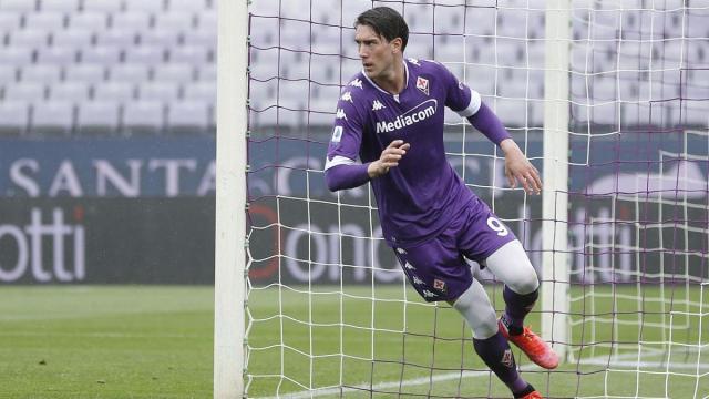 Vlahovic, il rinnovo con la Fiorentina non arriva: Juve e Milan sarebbero alla finestra
