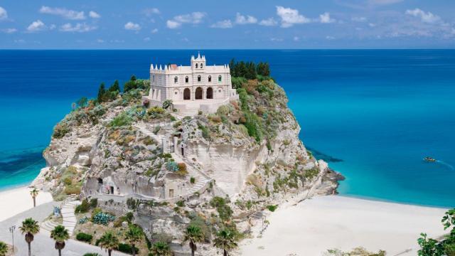 Tropea: dai luoghi di culto alla Costa degli Dei