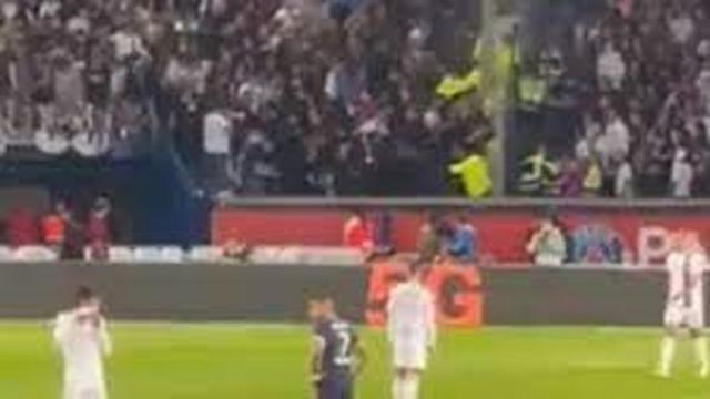 PSG - OL : la bagarre dans les tribunes que personne n'a vu