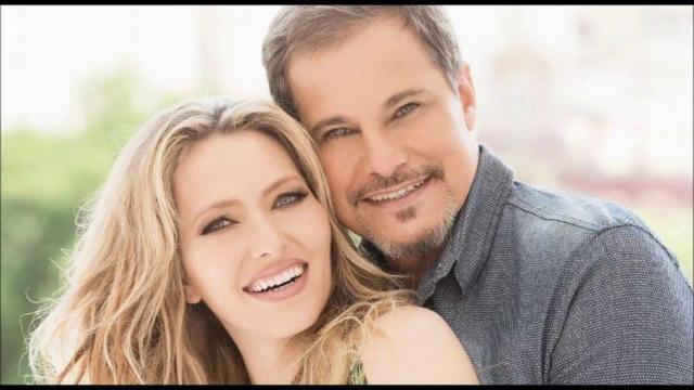 Famosos parabenizam Edson Celulari e Karina Roepke por gravidez
