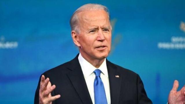 Covid Usa, il presidente Biden riceve la terza dose del vaccino in diretta tv