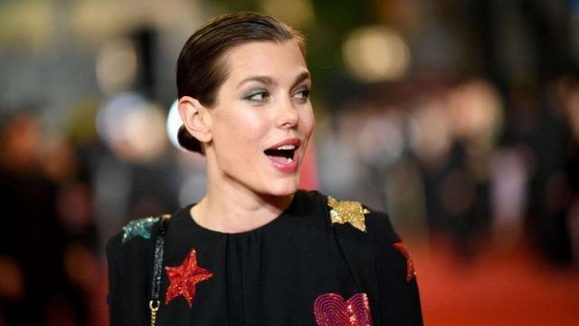 Capelli, moda inverno 2021: di tendenza il bob di Charlotte Casiraghi e nuance arcobaleno