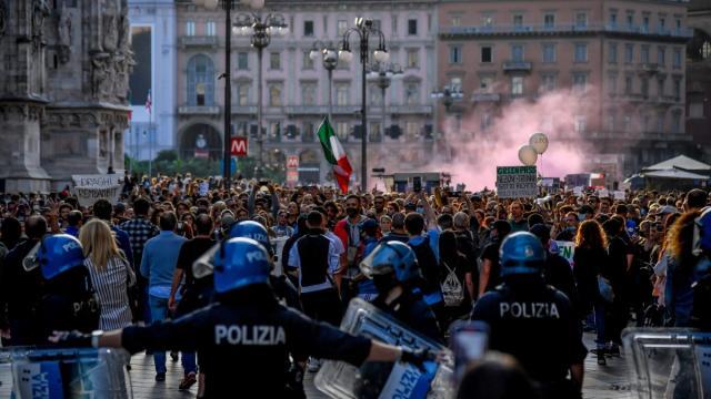 Milano, due persone arrestate dopo la manifestazione 'No Green pass'