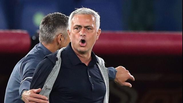 Mourinho: 'Newcastle? Non lascio la Roma, ho firmato per tre anni'