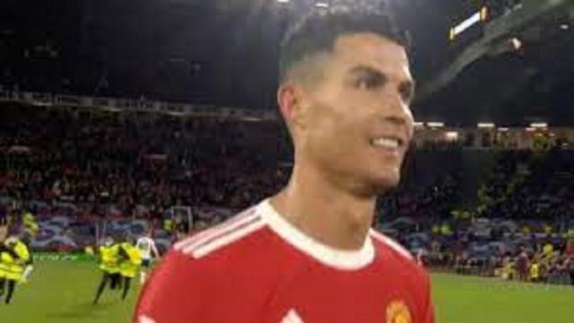 Cristiano Ronaldo fait le buzz avec un fan qui voulait son maillot