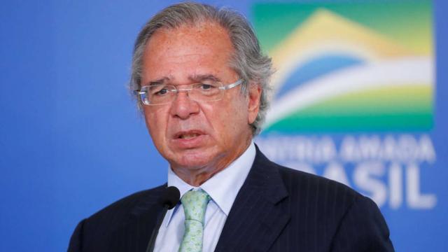 Ministro da Economia nega saída do governo e fala sobre o valor do Bolsa Família