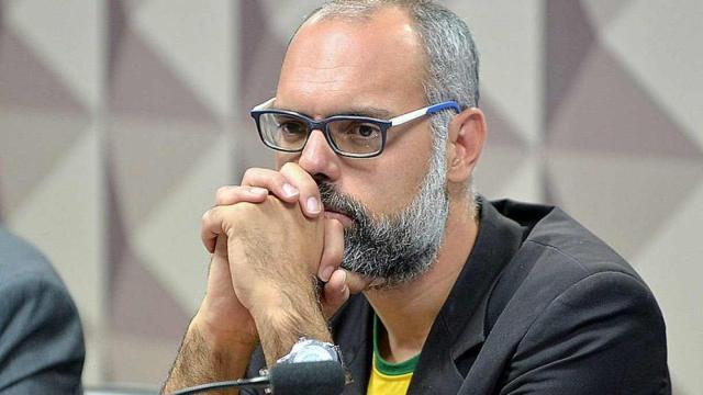 Allan dos Santos aguarda pedido de Moraes ser aceito pela Interpol