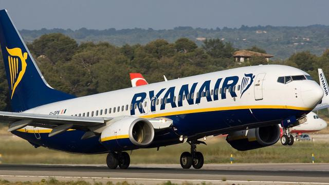 Ryanair: aperte nuove posizioni di lavoro per assistenti di volo