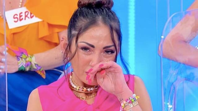 Spoiler U&D: Cipollari attacca Platano, lei si rifugia dietro le quinte in lacrime