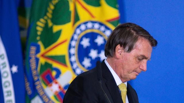 Brasile, Youtube sospende il canale di Bolsonaro per fake news sui vaccini