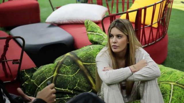 GFVip, Sophie pensa a qualcuno fuori dalla casa, Rosica: 'Si tratta di Corona'